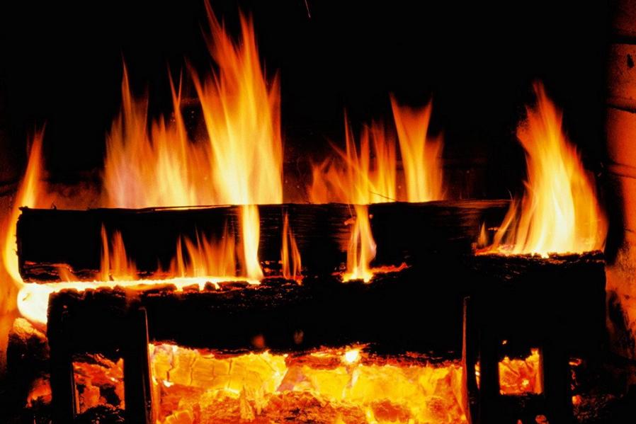 Cómo encender una chimenea de leña